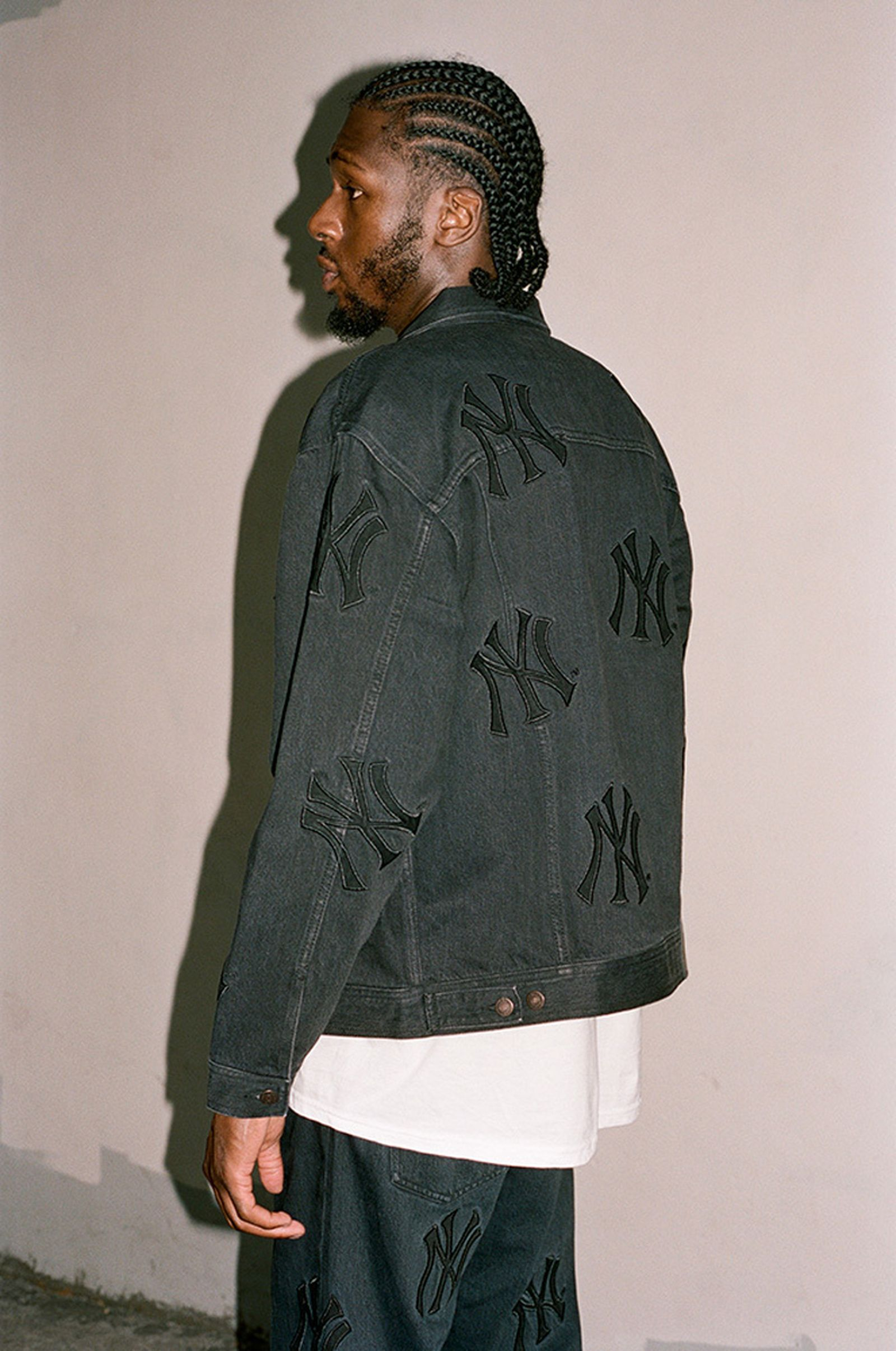 supreme-new-york-yankees-fw21-collection-lb-1