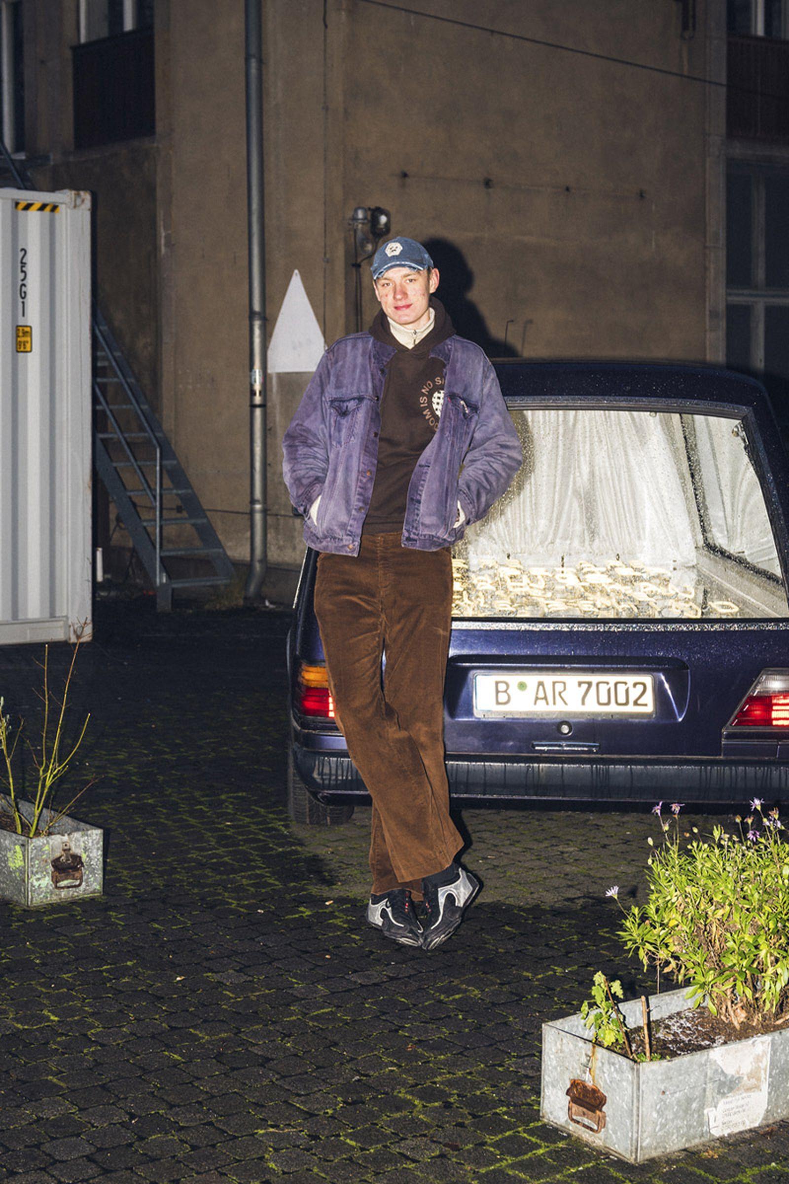 beinghunted-robert-smithson-not-in-paris-@lemsche-800x1200