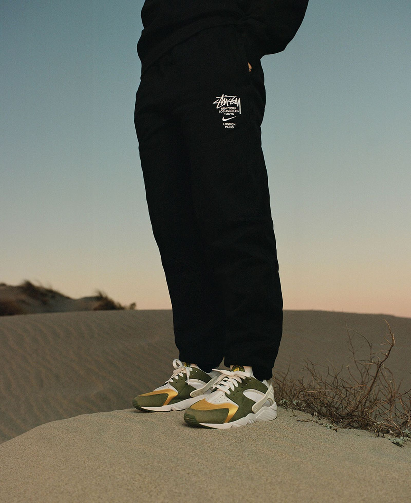 stussy-nike-huarache-le-ss21-release-date-price-03