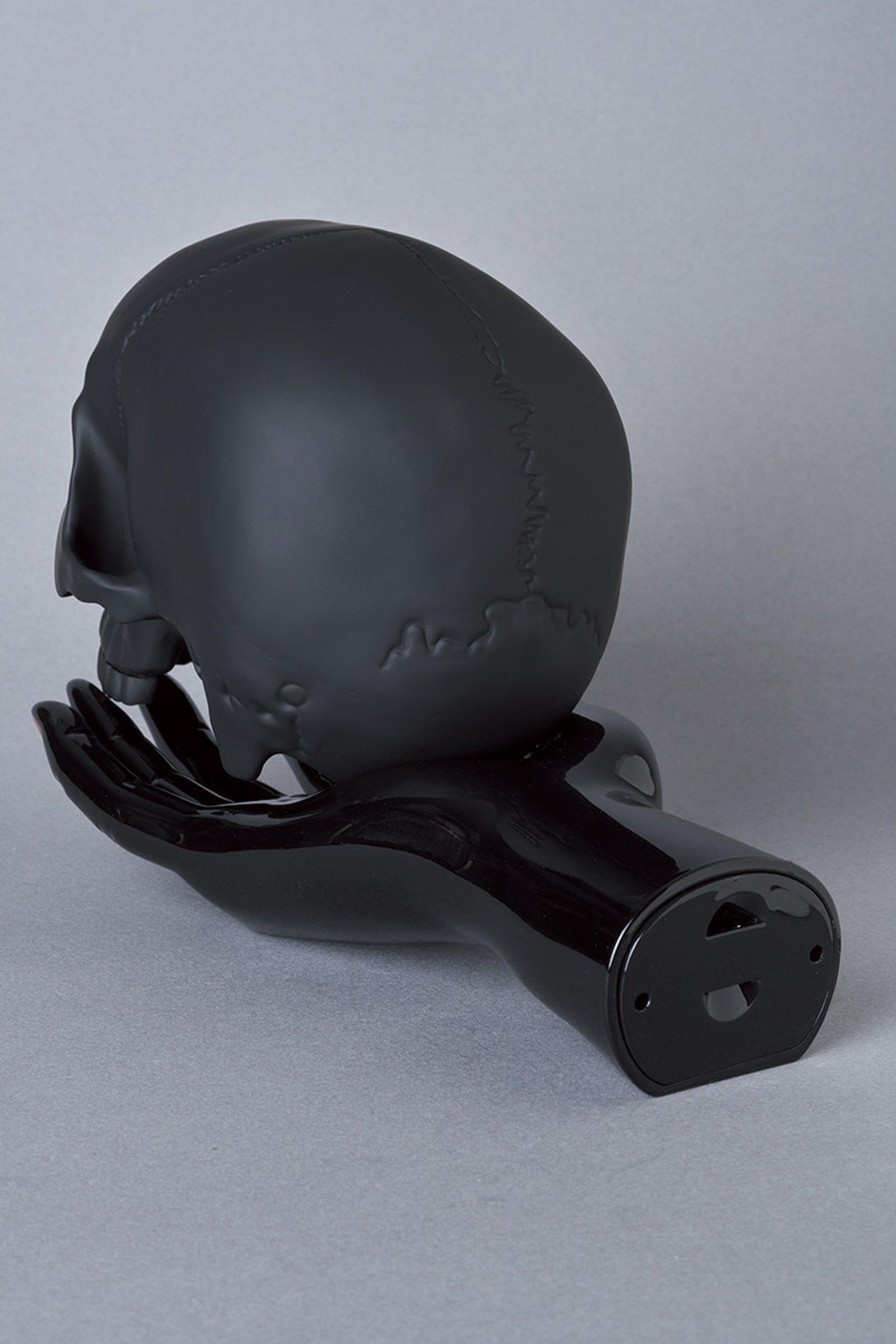 undercover-p-m-usher-spooky-season-skull-lamp-03