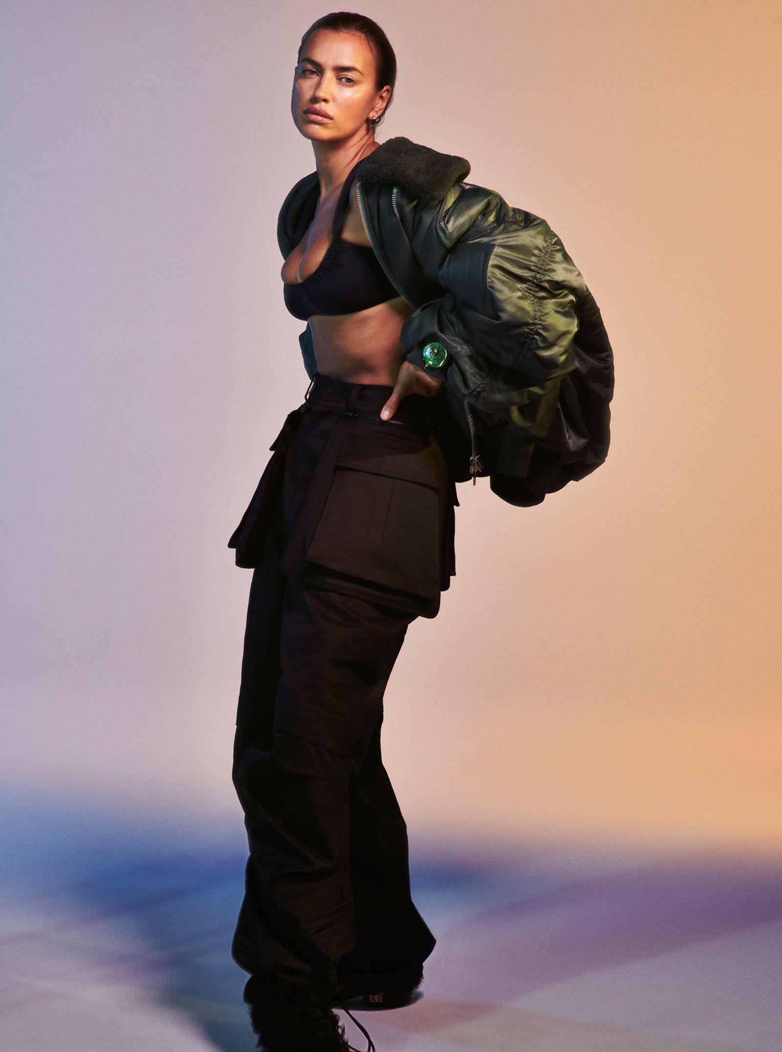Bralette ISA BOULDER Coat and Pants JUUN.J Boots CHANEL