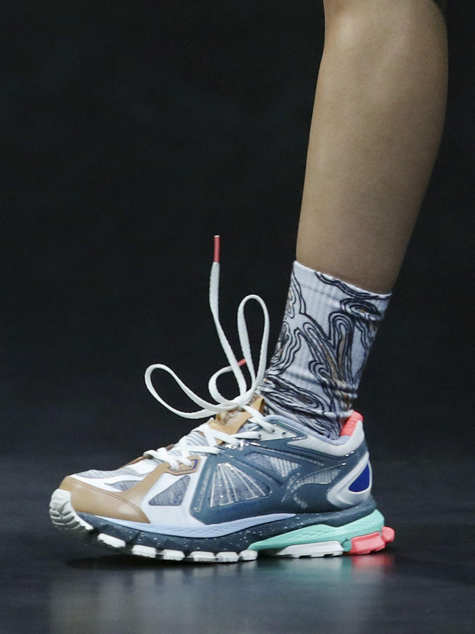 li-ning-ss21-footwear-collection-paris-fashion-week-05