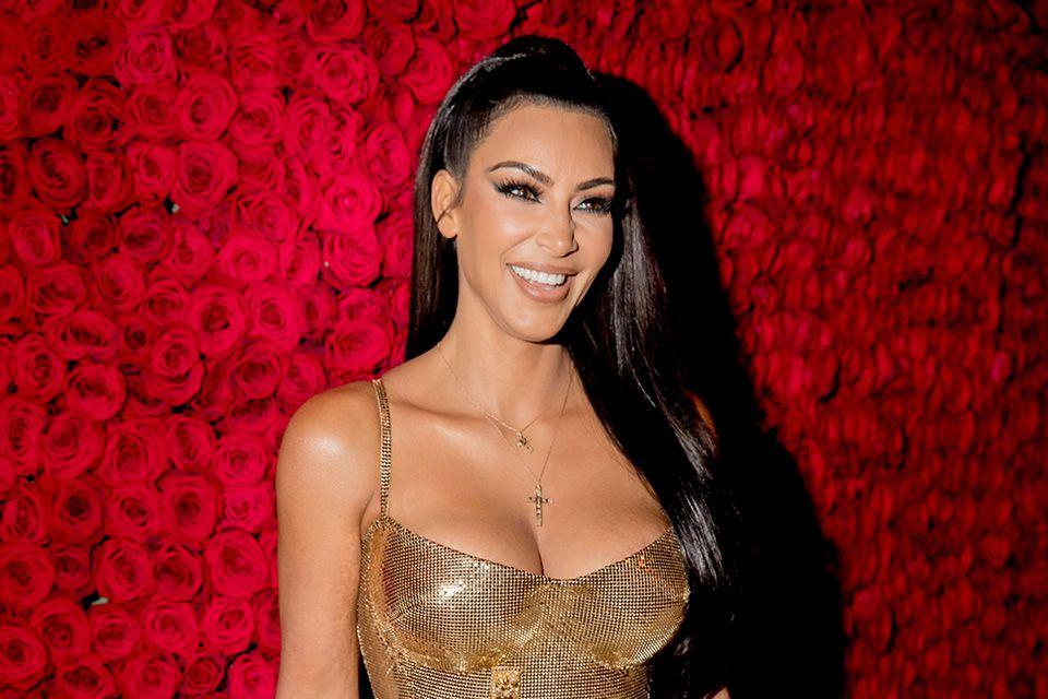 Kim Kardashian shuts down Twitter and Instagram with wide
