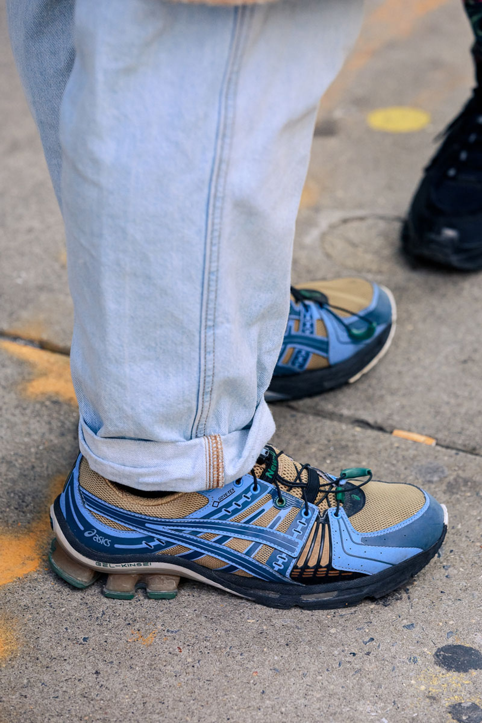 new-york-fashion-week-mens-fw20-sneaker-street-style-09