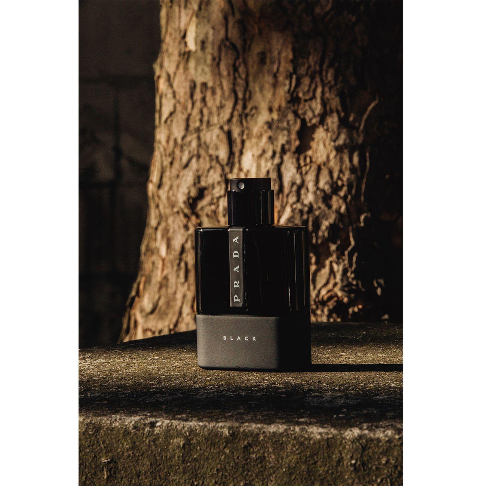 prada-black-fragrance-urban-exploration-3