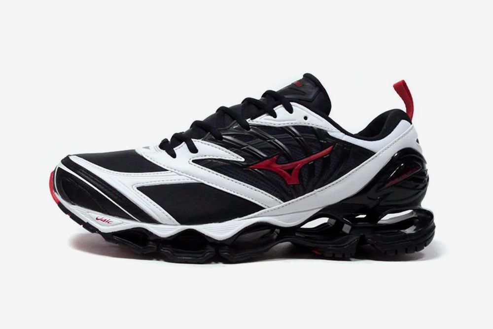 Mizuno Proves You Should Ride the Wave & Other Sneaker News Worth a Read 76