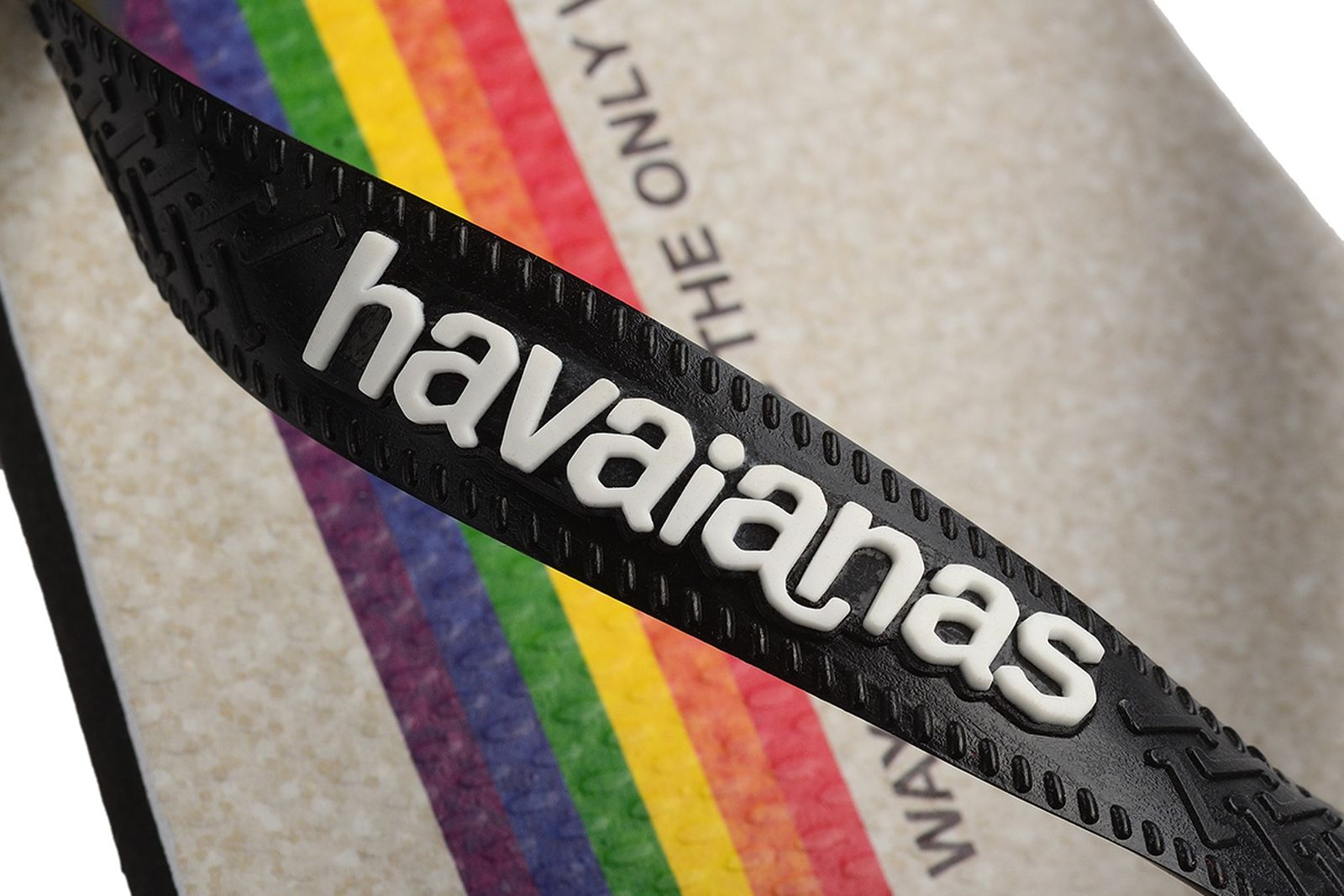 havaianas-pride-all-out-03