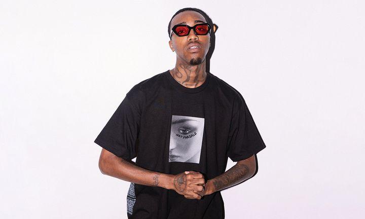 swoosh god black-rimmed shades black t-shirt
