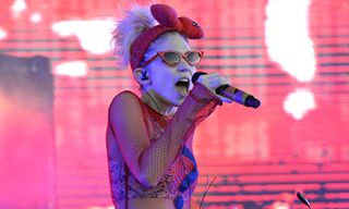"Grimes Shares New Demo ""Pretty Dark"""