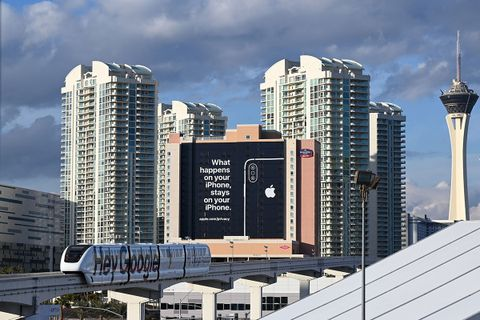 apple trolls google billboard amazon