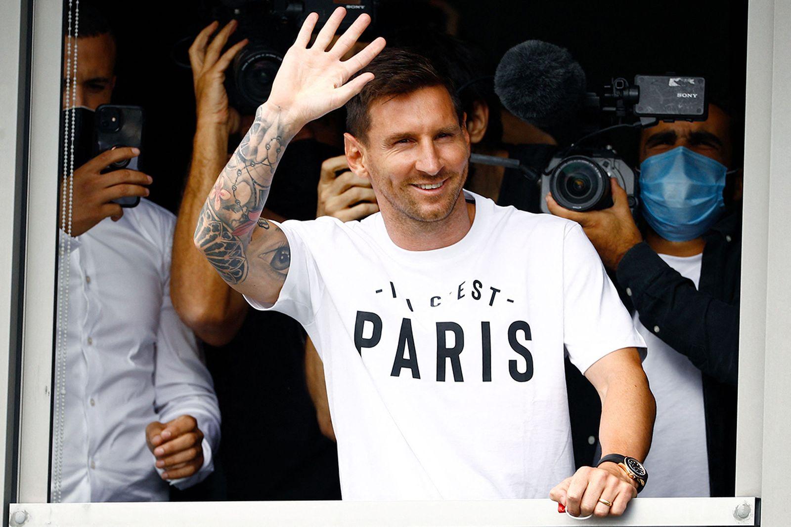 Leo Messi Joins Paris Saint-Germain