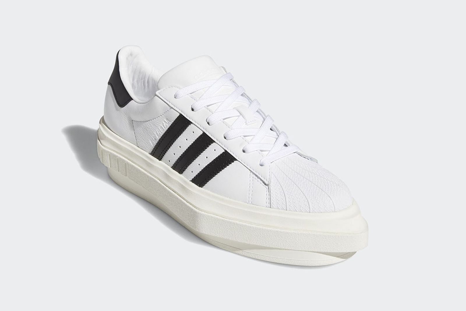 ven gato Belicoso  Beyoncé Isn't Perfect, Just Look at her New adidas Superstar