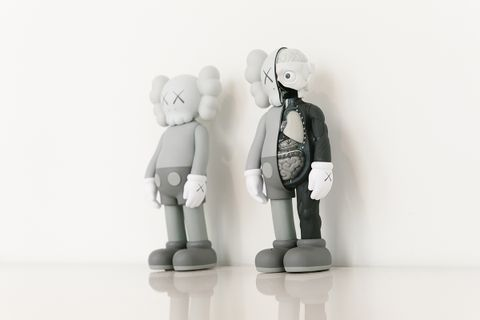 originalfake piece main KAWS