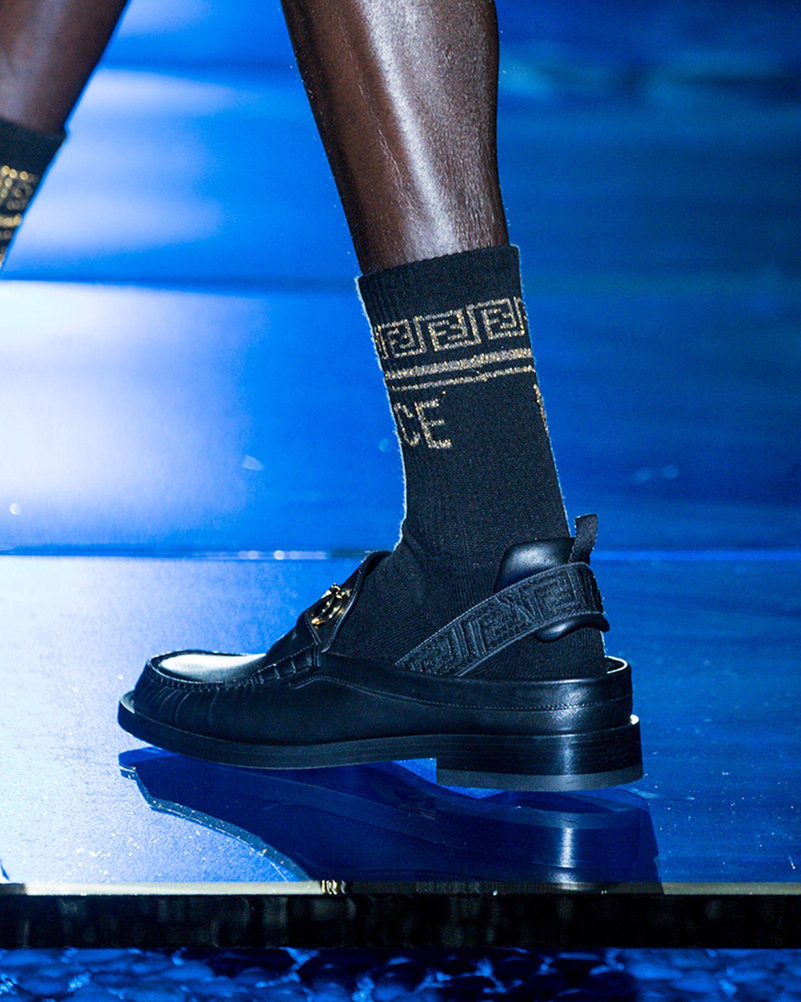 fashion-week-ss22-sneaker-roundup-fenedi-versace-04
