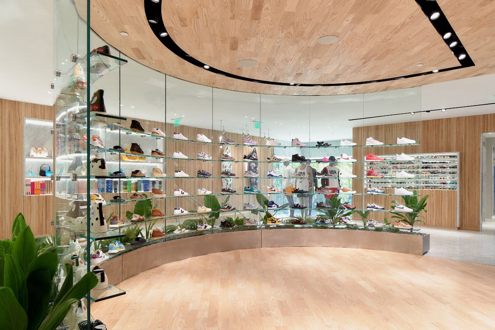 kith-hawaii-store-inside-air-force-1 (10)