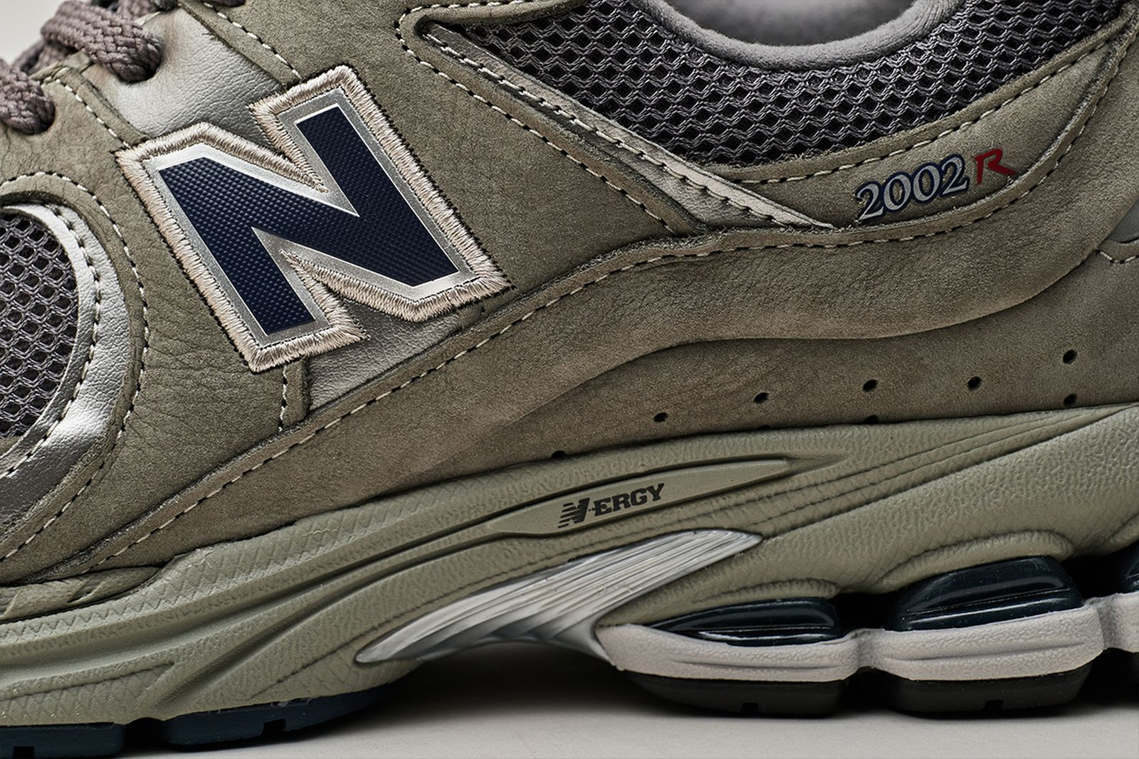 new-balance-2002r-release-date-price-08