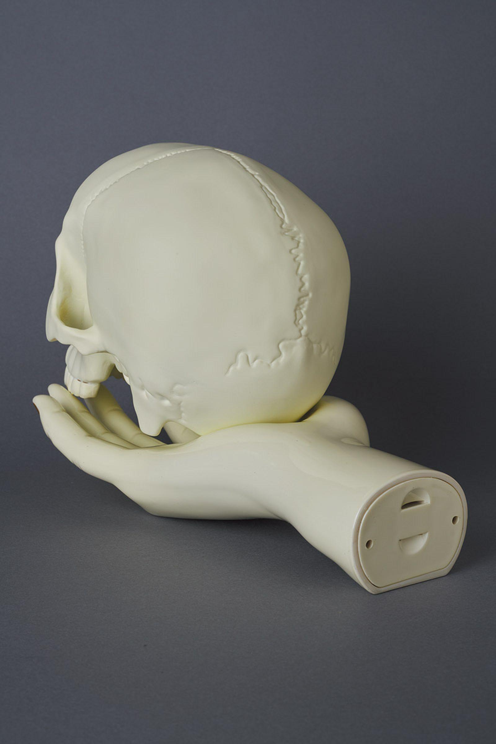 undercover-p-m-usher-spooky-season-skull-lamp-07