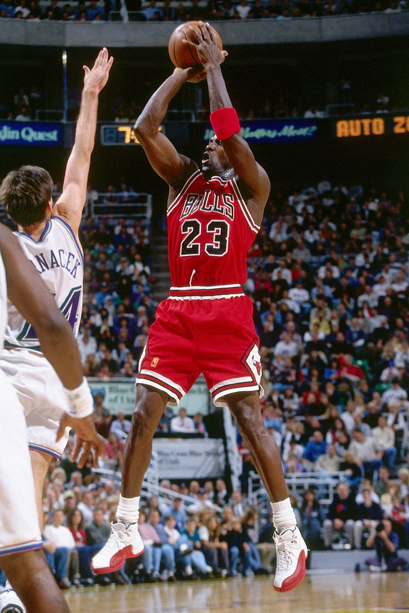 10 Looks That Prove Michael Jordan is the GOAT of IDGAF Style 3