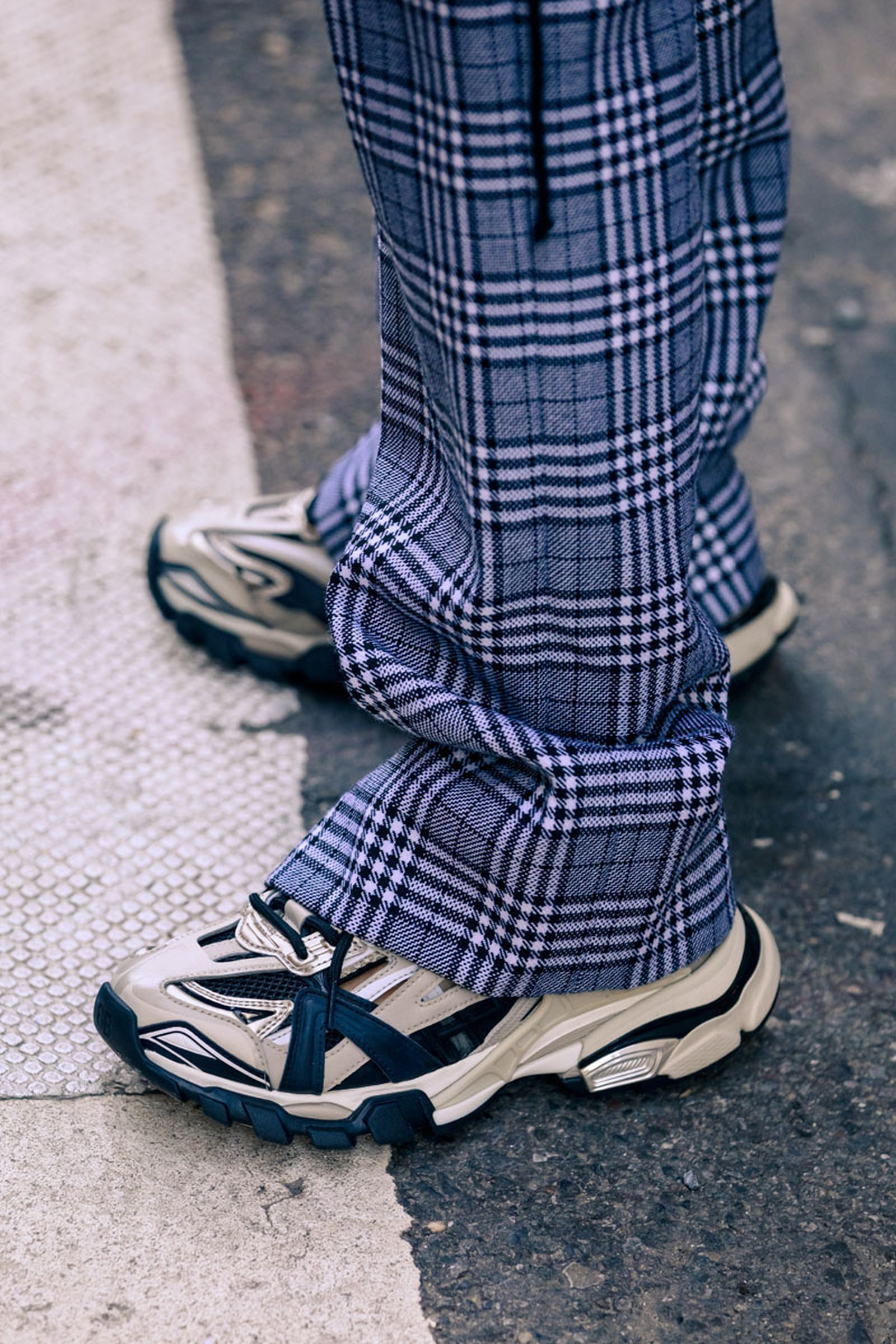 new-york-fashion-week-mens-fw20-sneaker-street-style-13