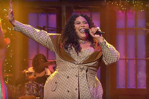 Lizzo makes SNL debut wearing custom Dapper Dan