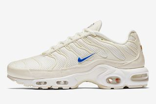 """buy popular 08160 27f27 Nike s Air Max Plus """"Sand"""" Gives Off Beach Vibes"""