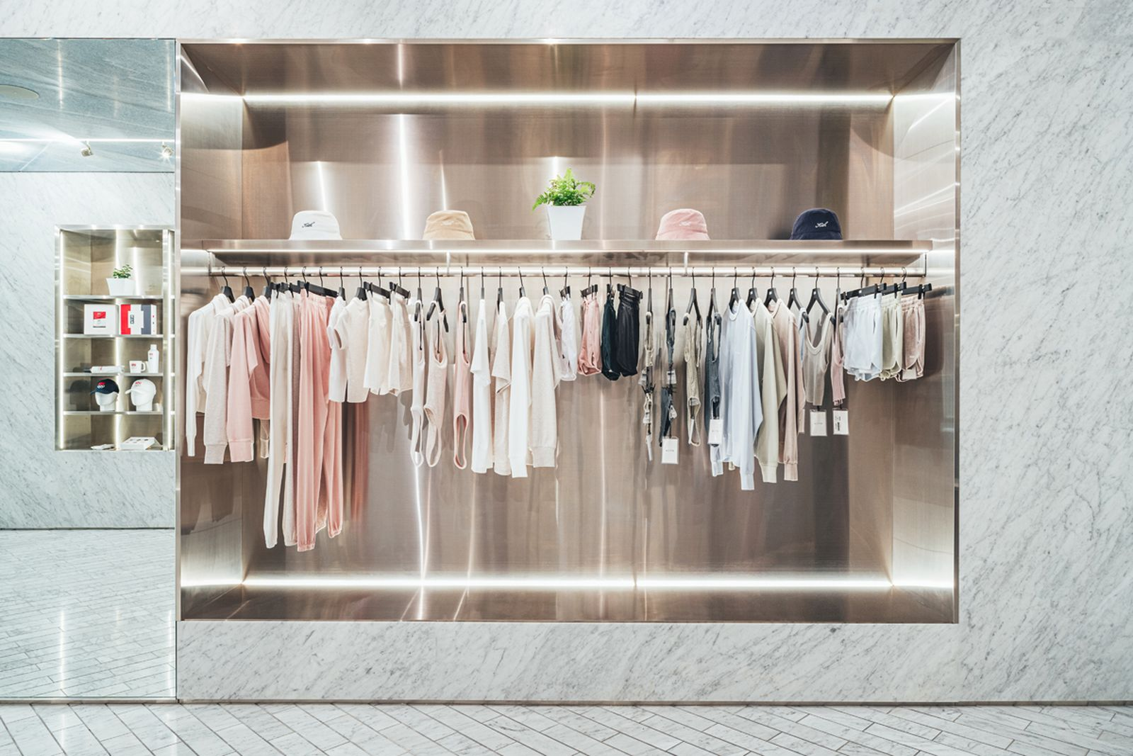 kith-hawaii-store-inside-air-force-1 (6)
