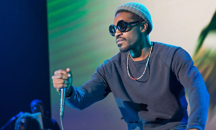 Andre 3000 performing