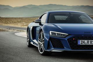 Audi 2019 R8 Coupe Spyder Here S Your First Look