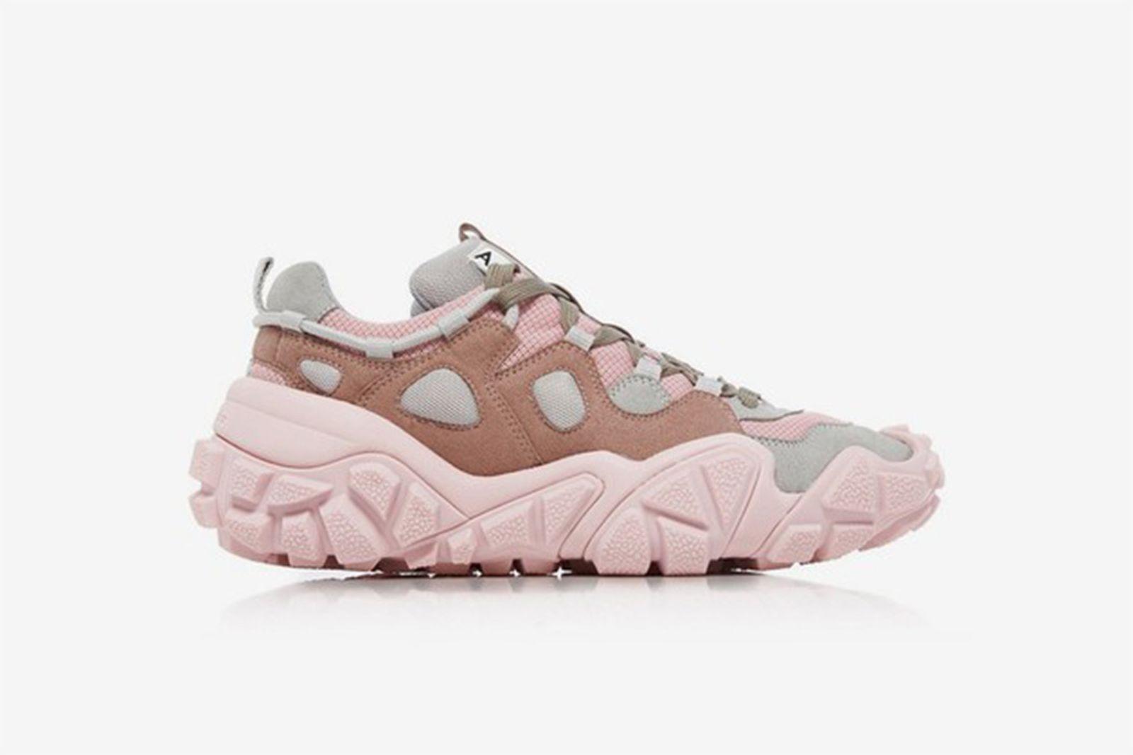 Womens-sneakers-on-sale-head1