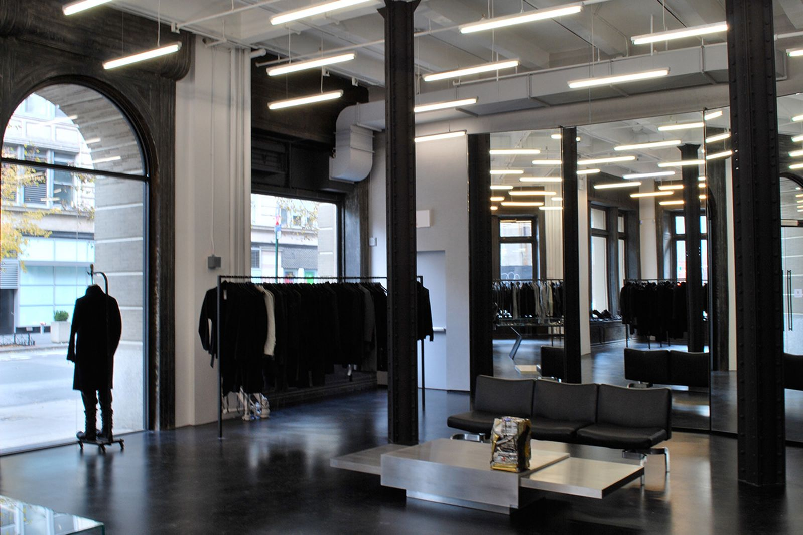 game-changers-best-store-interiors-changed-fashion-03