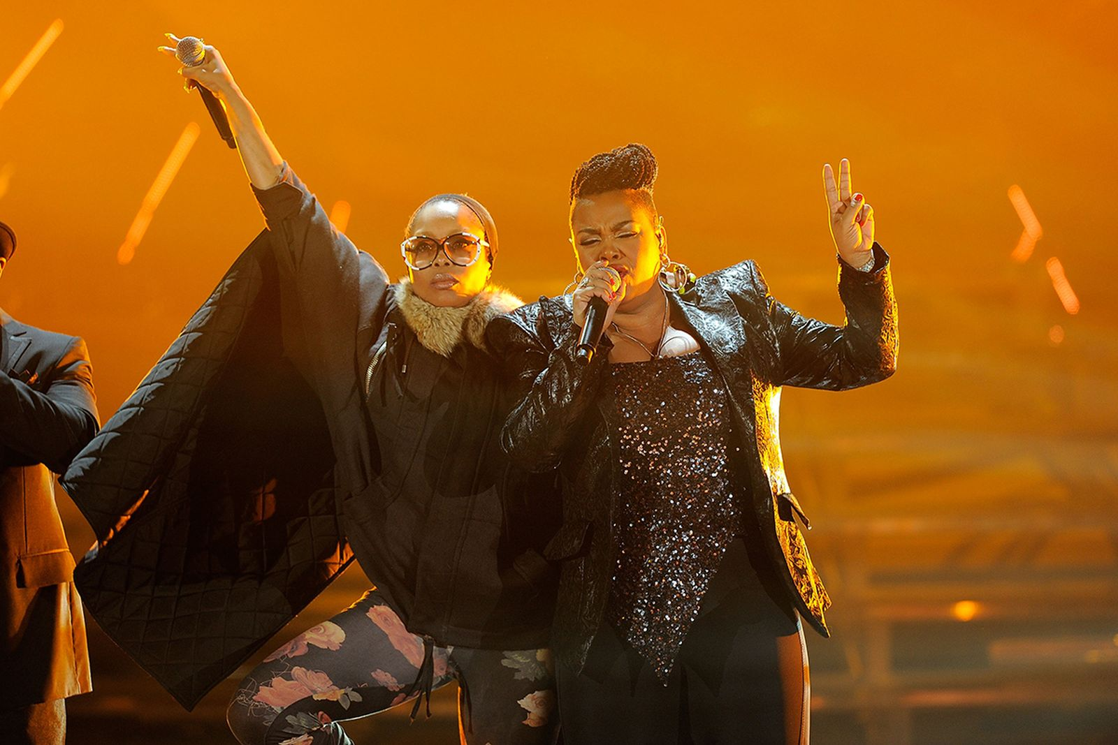Erykah Badu and Jill Scott performing