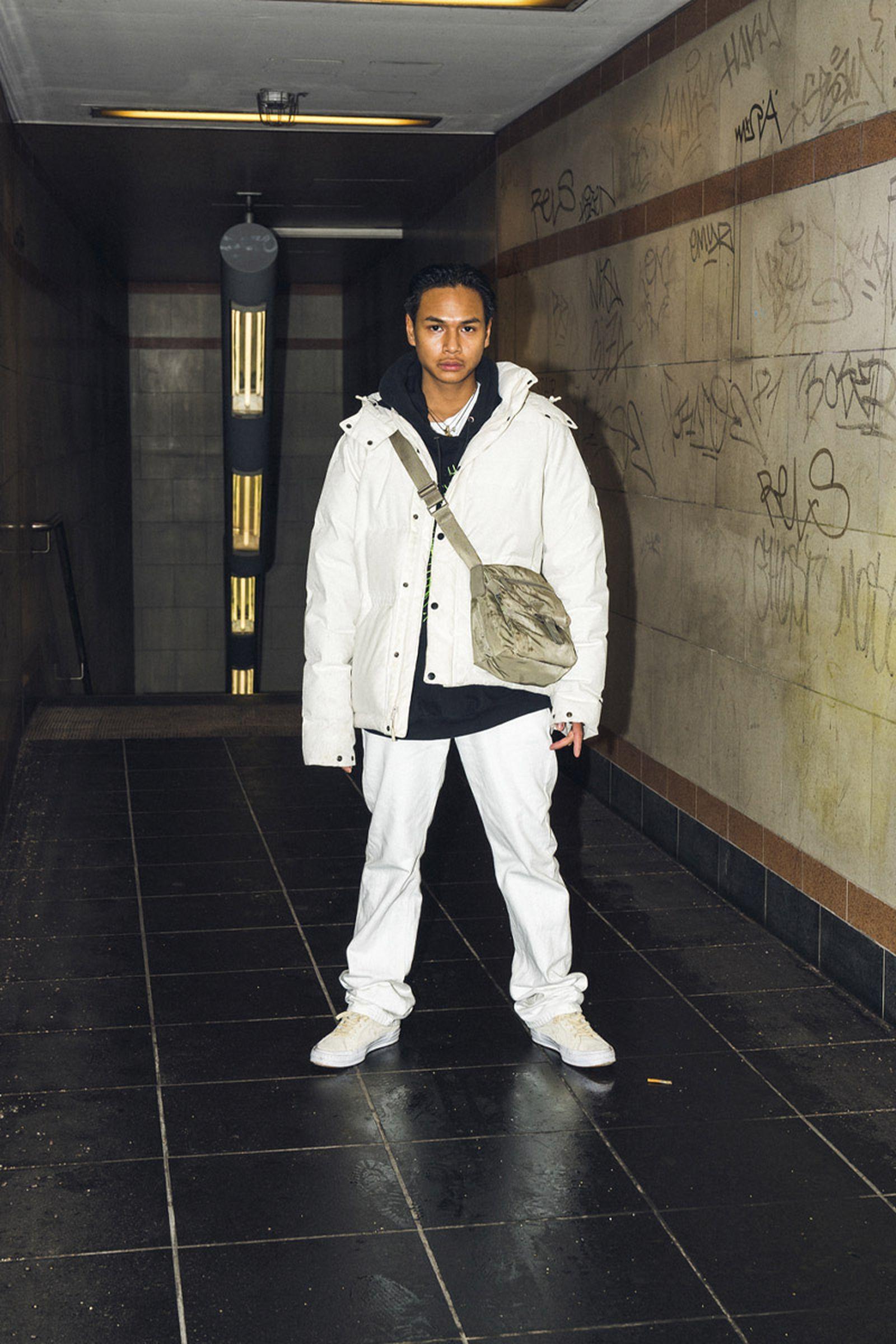 beinghunted-robert-smithson-not-in-paris-@jael.kadi-800x1200