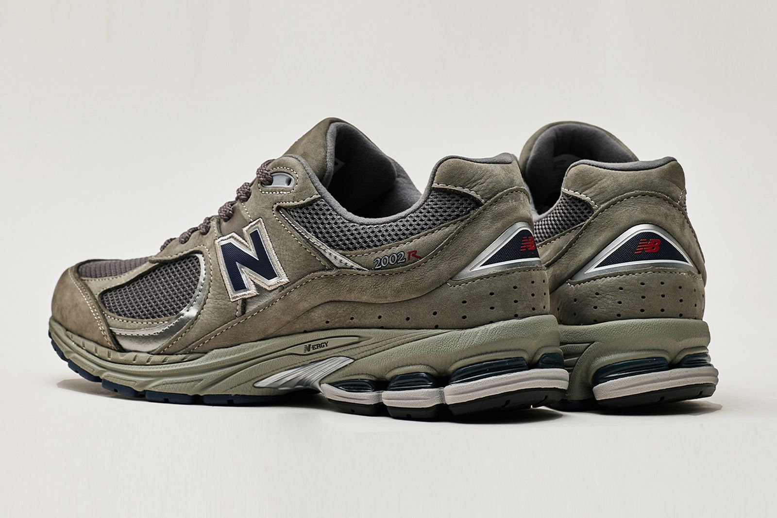 new-balance-2002r-release-date-price-04