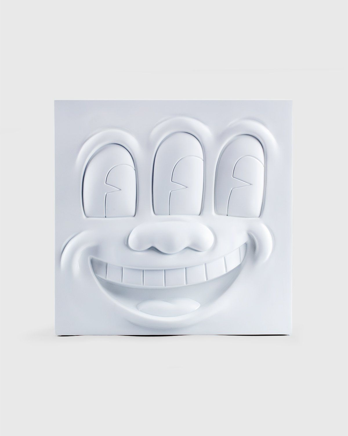 Medicom — Keith Haring Three Eyed Smiling Face Statue White - Image 1