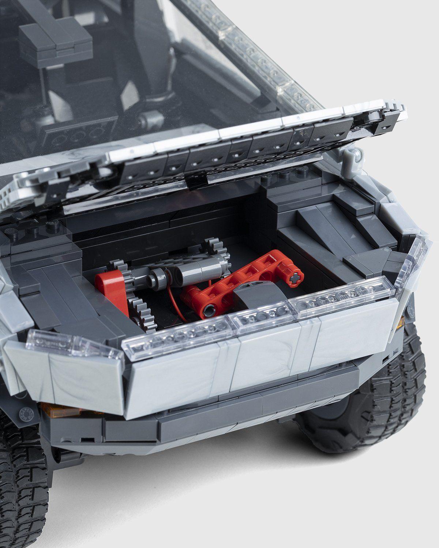 Mattel Creations — MEGA Tesla Cybertruck - Image 6