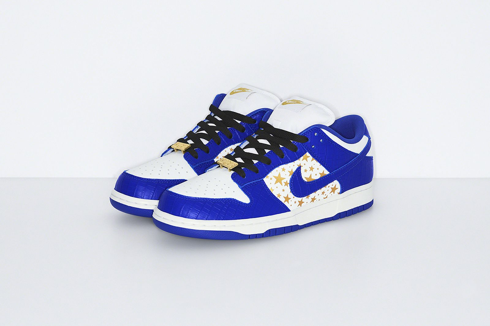 supreme-nike-sb-dunk-low-hyper-blue-release-date-price-07