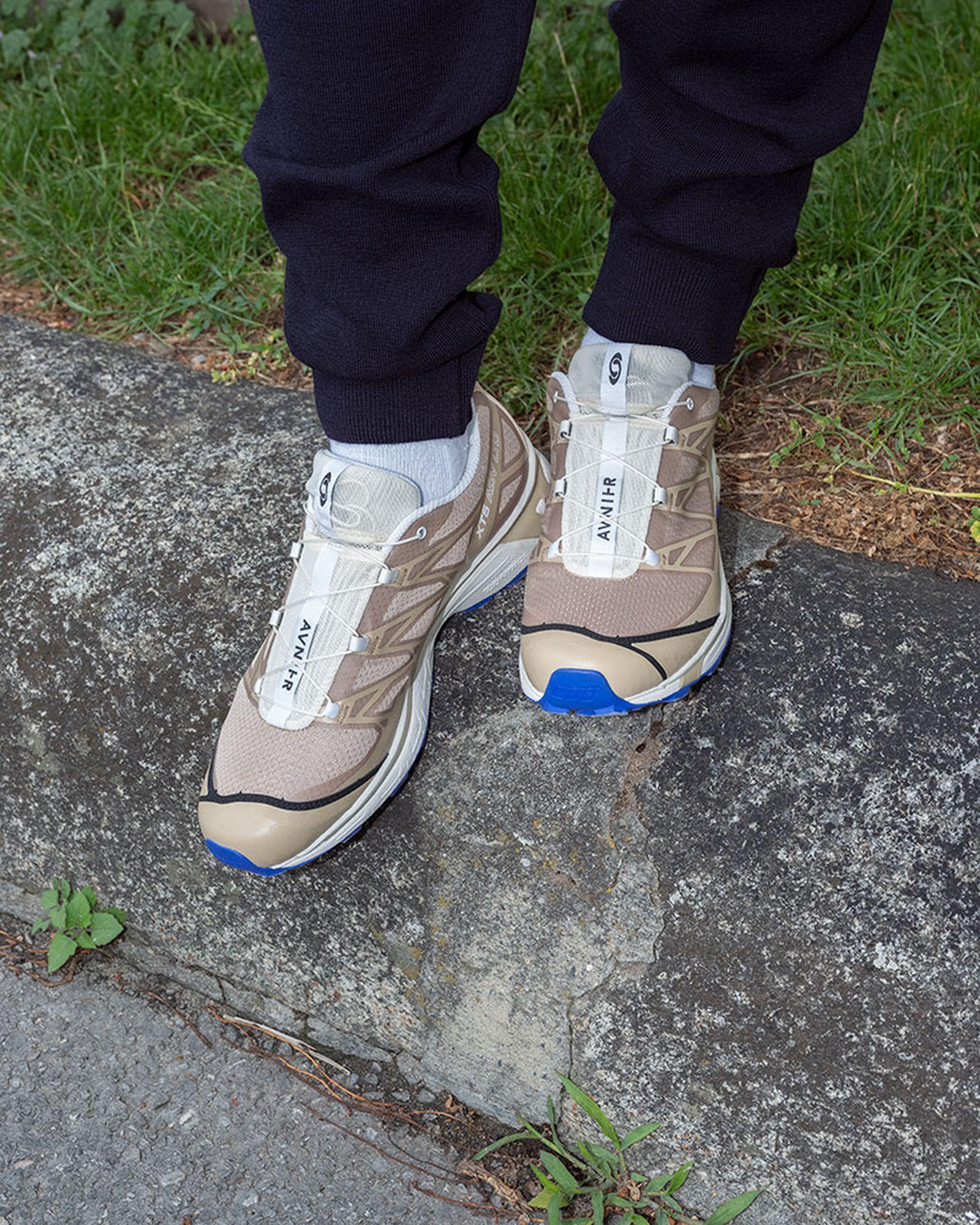 avnier x salomon s/lab xt-5 sneaker in beige and blue