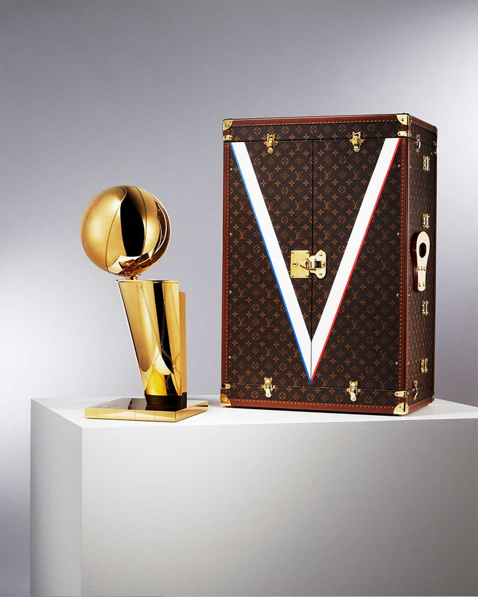 louis-vuitton-nba-travel-case-01