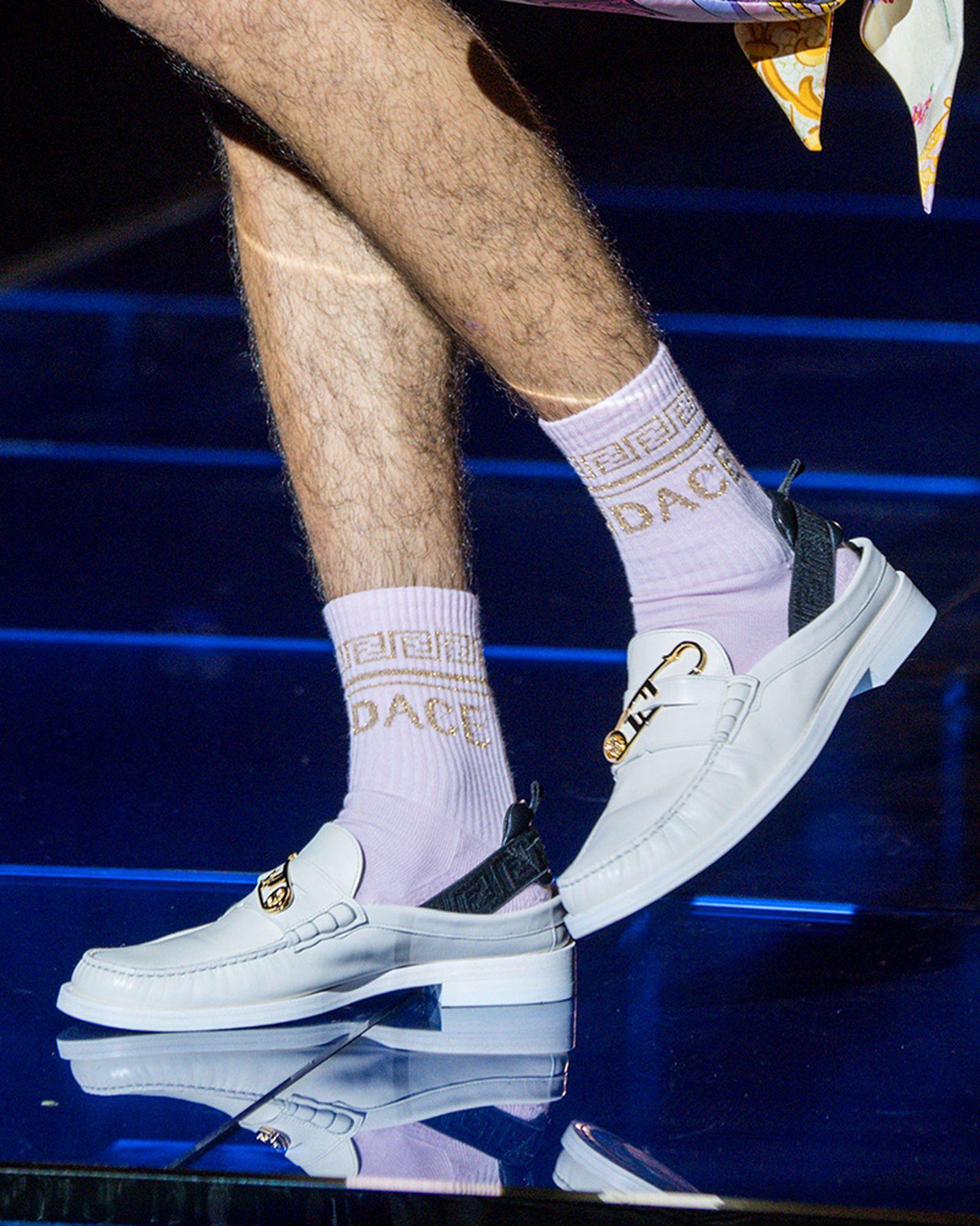 fashion-week-ss22-sneaker-roundup-fenedi-versace-01