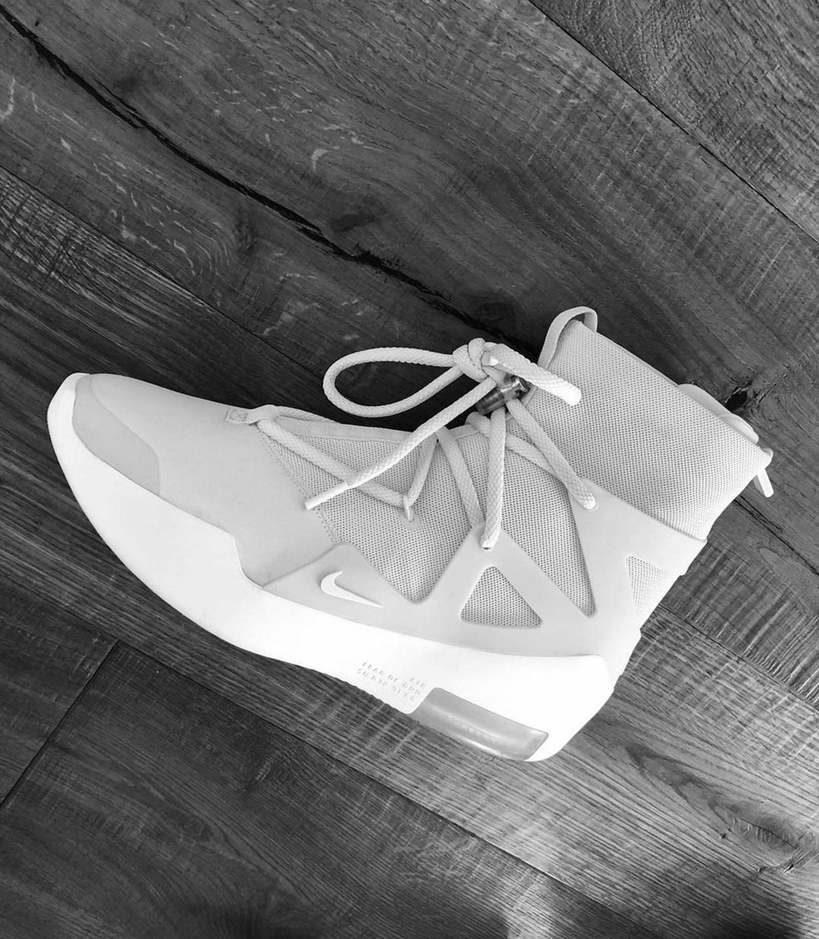 Aprobación Ordenanza del gobierno Atar  Jerry Lorenzo Gives us Another Glimpse of Fear of God x Nike Shoe