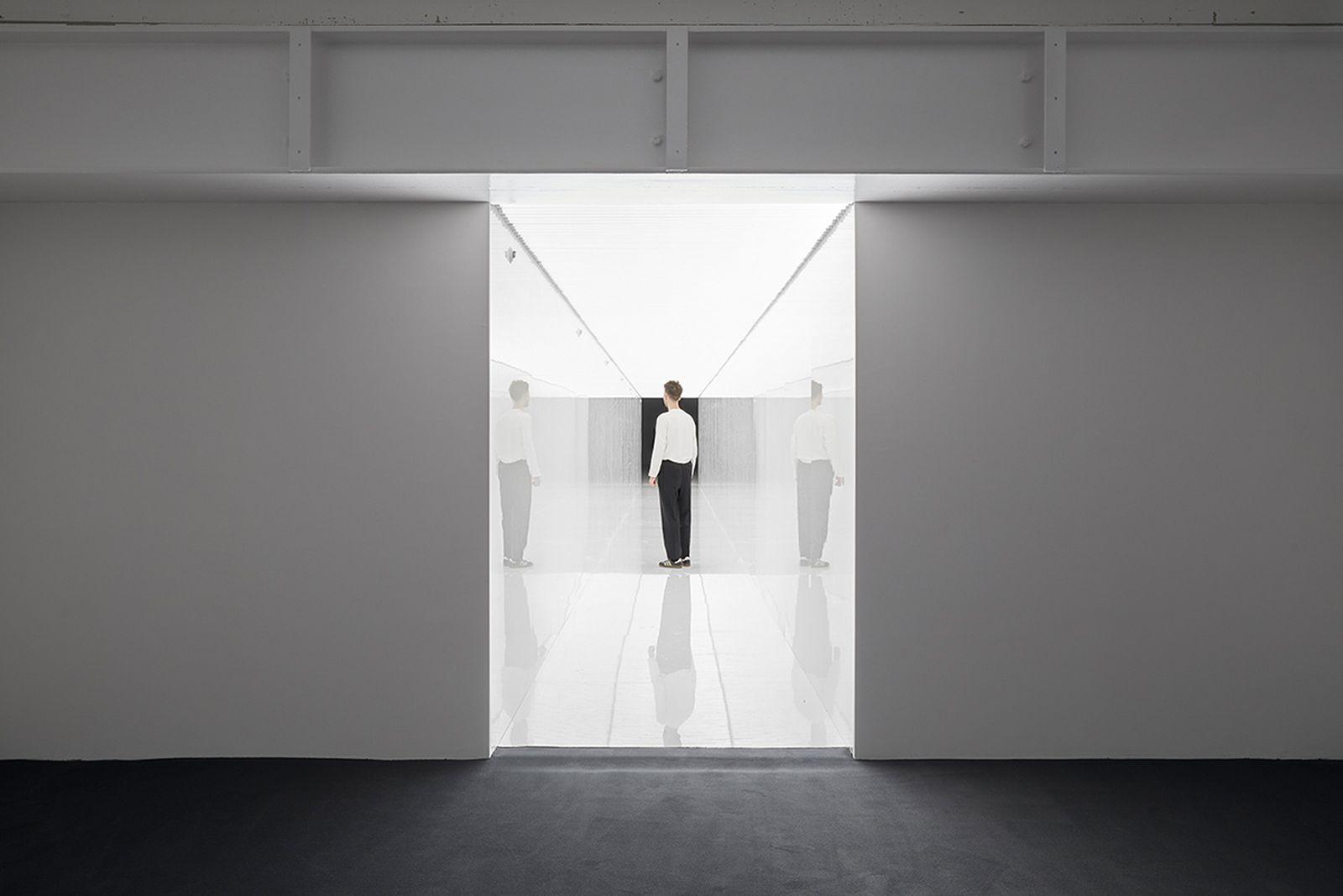 ryoji-ikeda-exhibition-180-studios-05