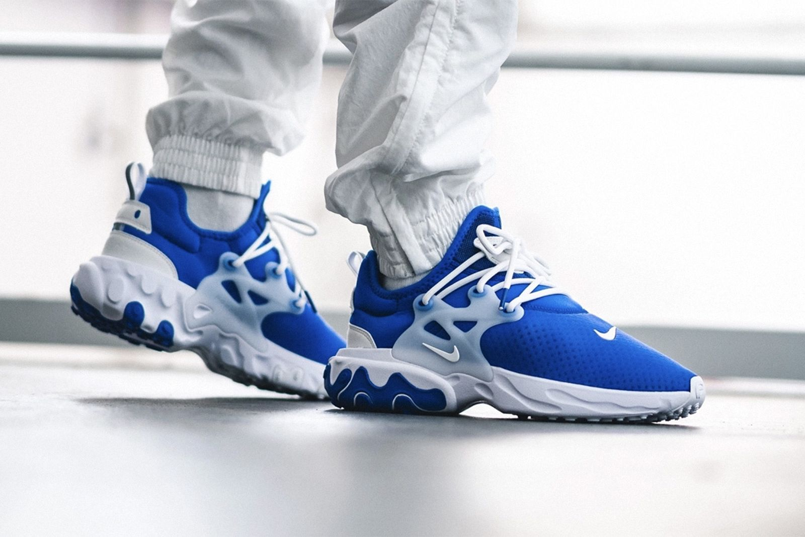 Nike Presto React in blue and white side view on-foot