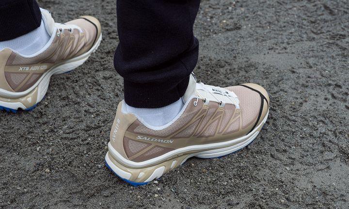 avnier x salomon s/lab xt-5 sneaker in beige and blue on foot shot