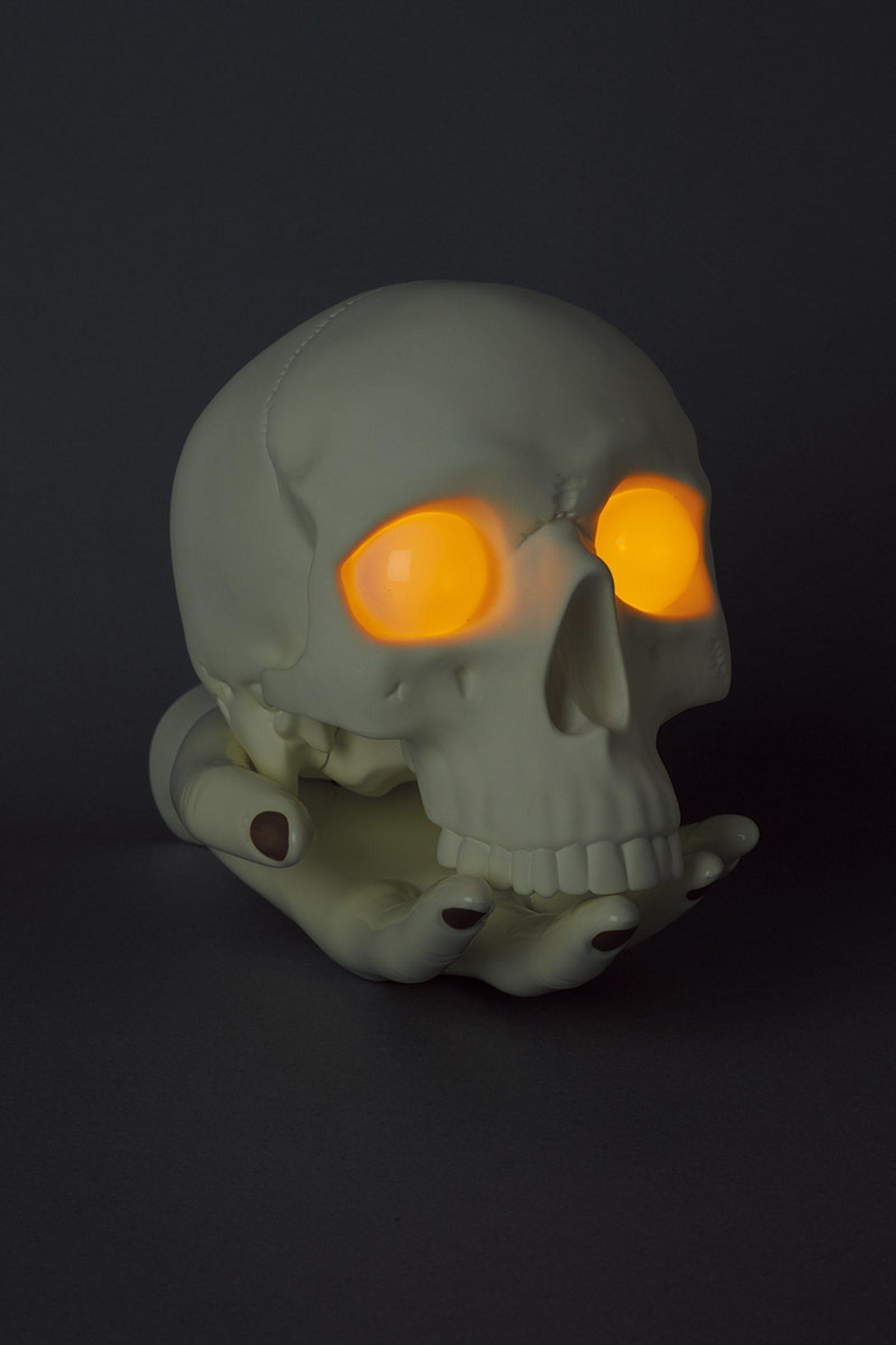 undercover-p-m-usher-spooky-season-skull-lamp-06