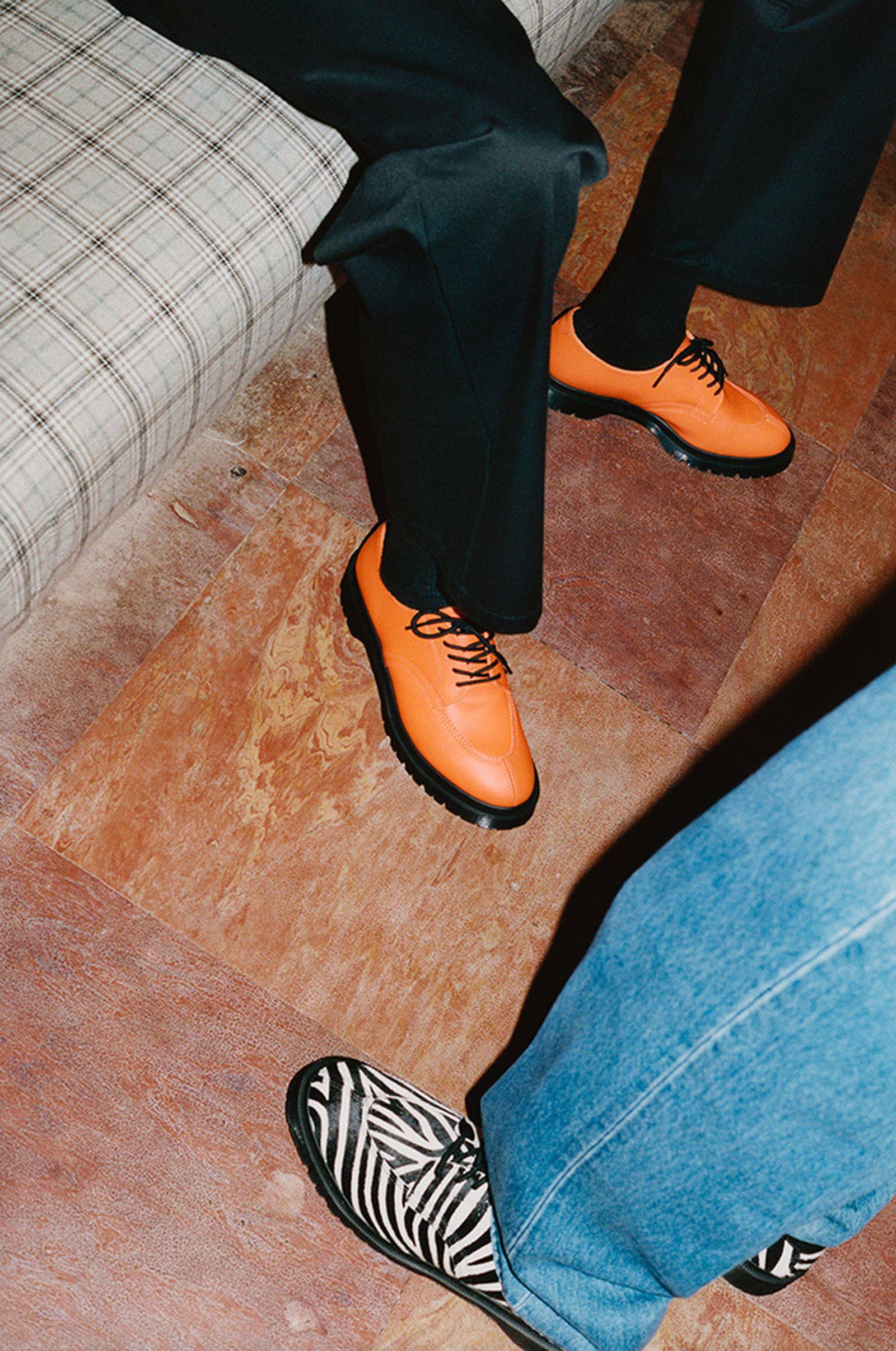 supreme-dr-martens-5-eye-shoe-release-date-price-03