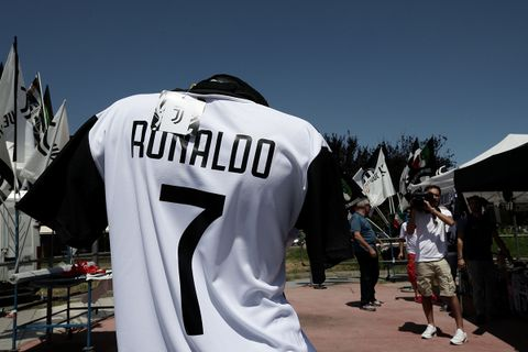 online retailer fc6fa 2d0e6 Cristiano Ronaldo's Juventus Shirts are Completely Sold Out