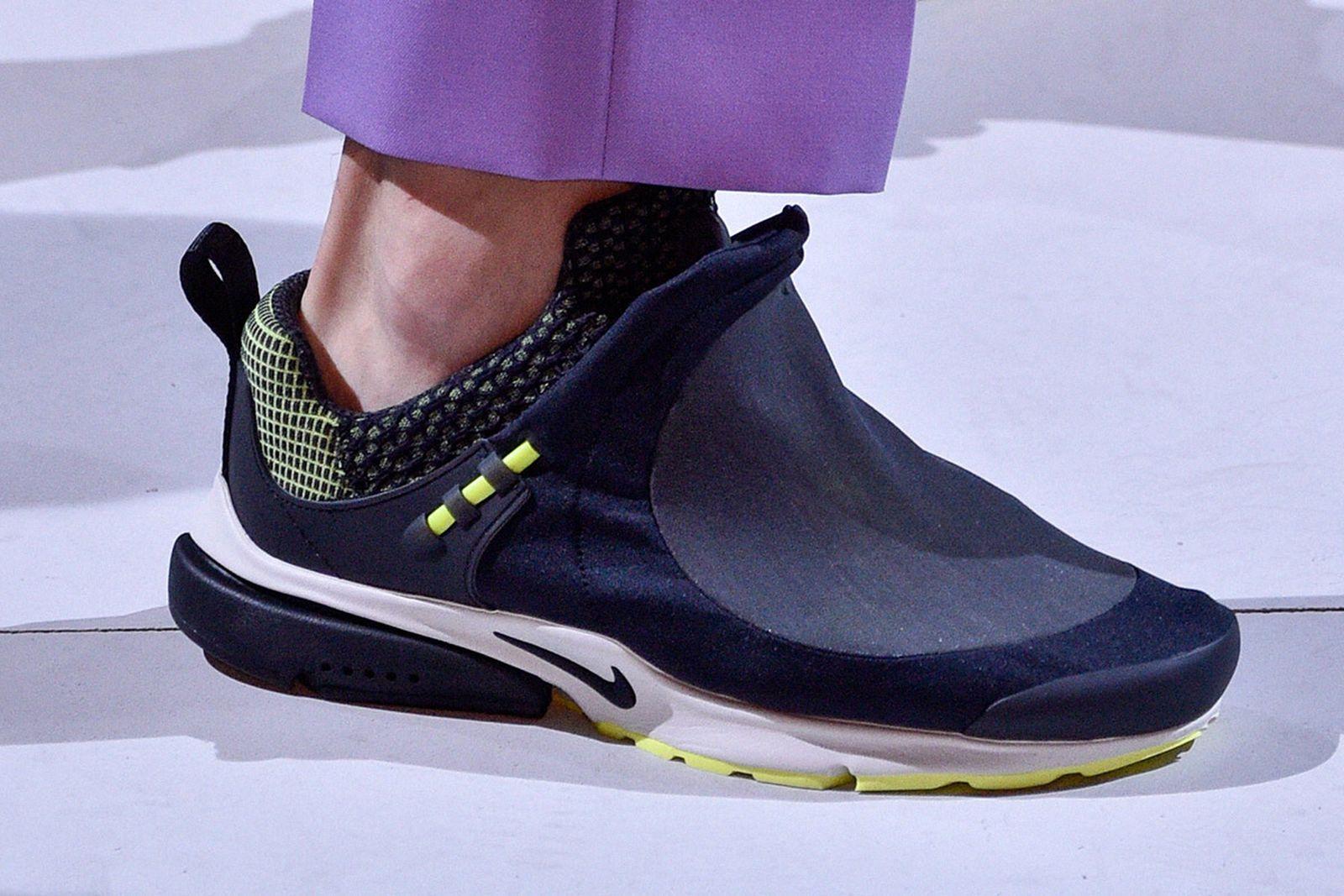 Alegaciones Cromático hueco  The Nike Air Presto Foot Tent Was Tinker Hatfield's Biggest Flop