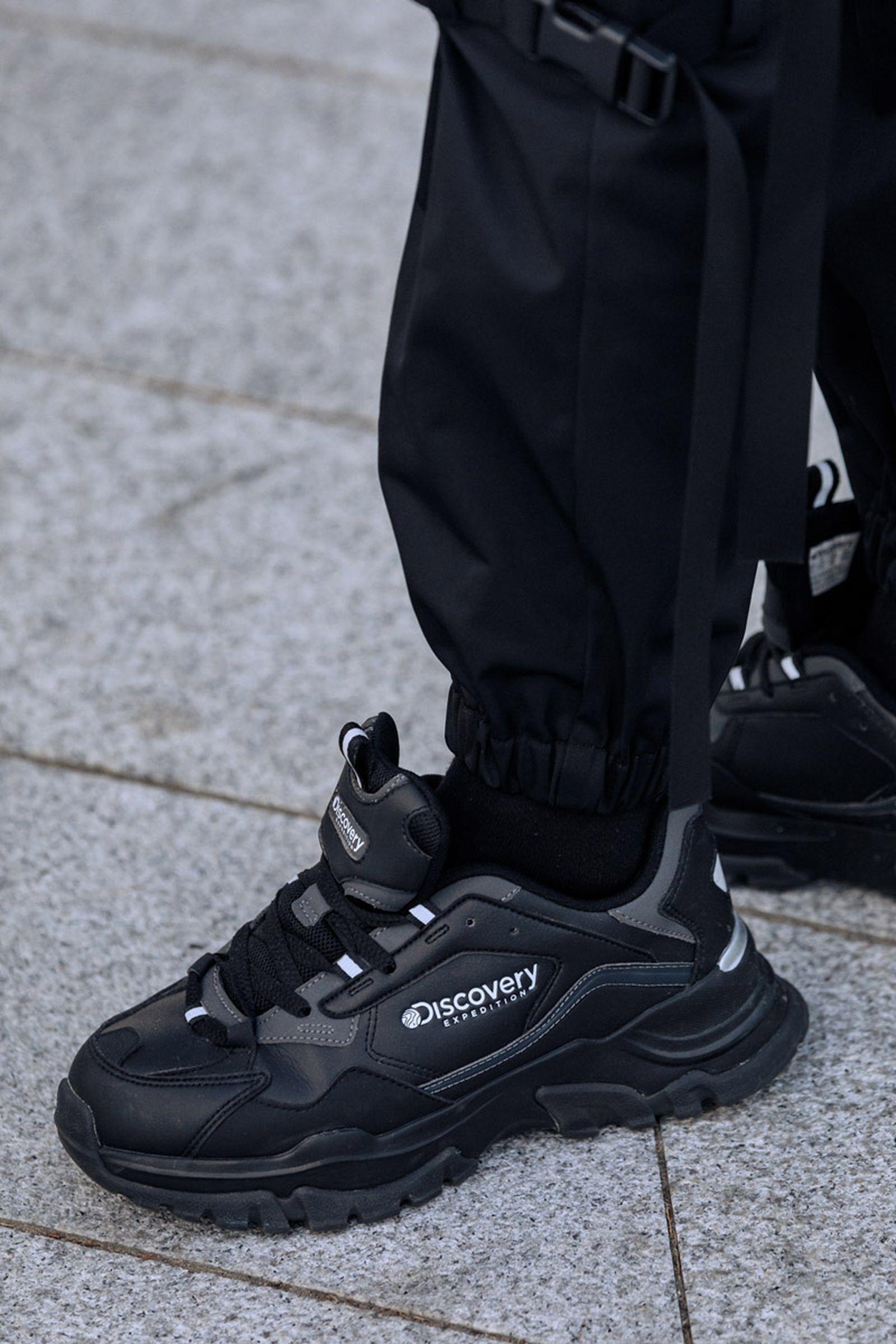 seoul-fashion-week-sneaker-street-style-ss20-16