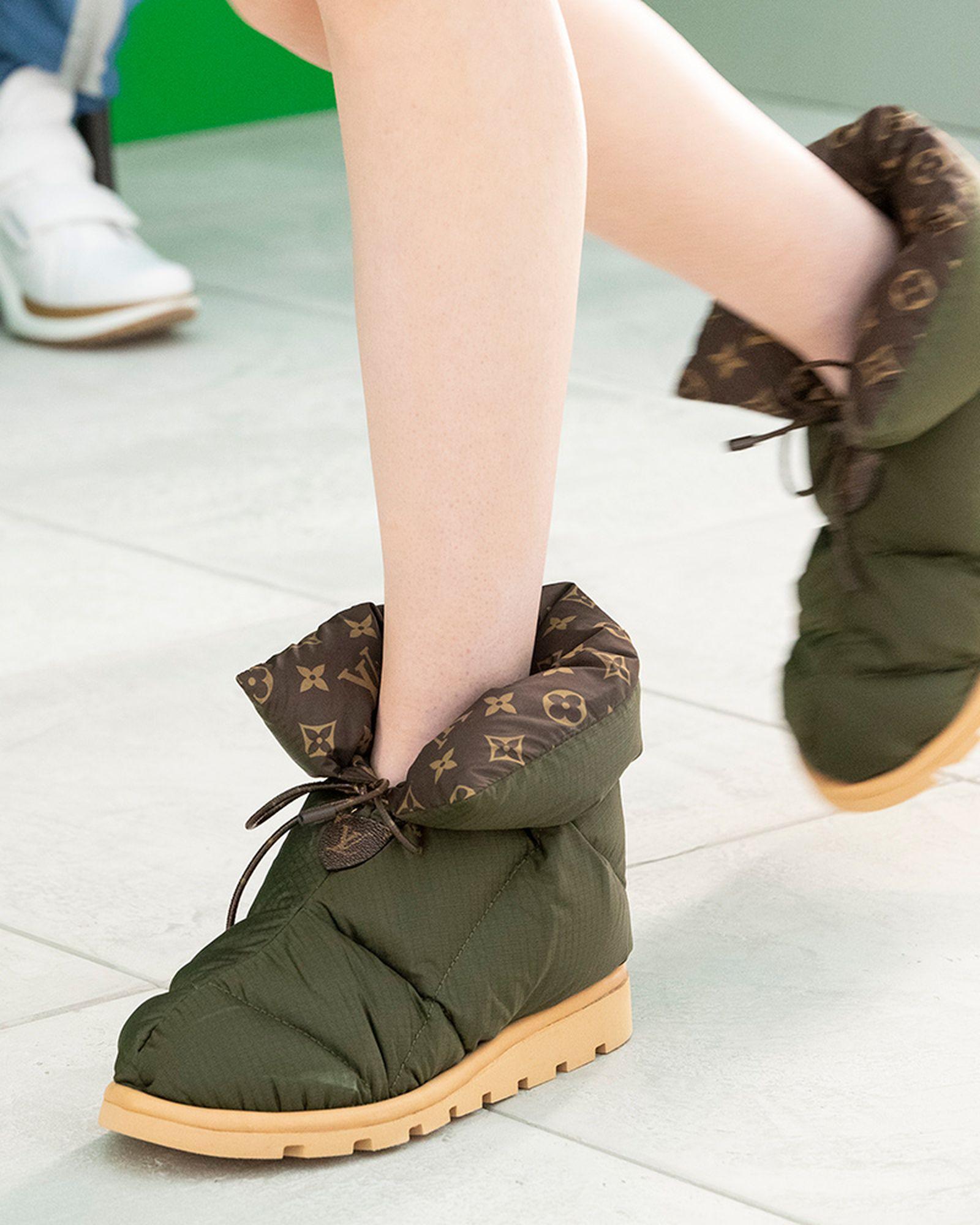 lv-pillow-boot-02