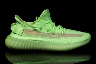 "248b41b75f5 adidas Originals YEEZY Boost 350 V2 ""Glow in the Dark""  Pics Leak"
